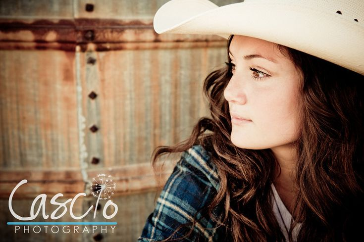 cowgirl senior picture