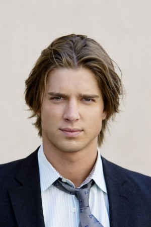 Drew Van Acker AKA Jason DiLaurentis from Pretty Little Liars= bad boy hot!