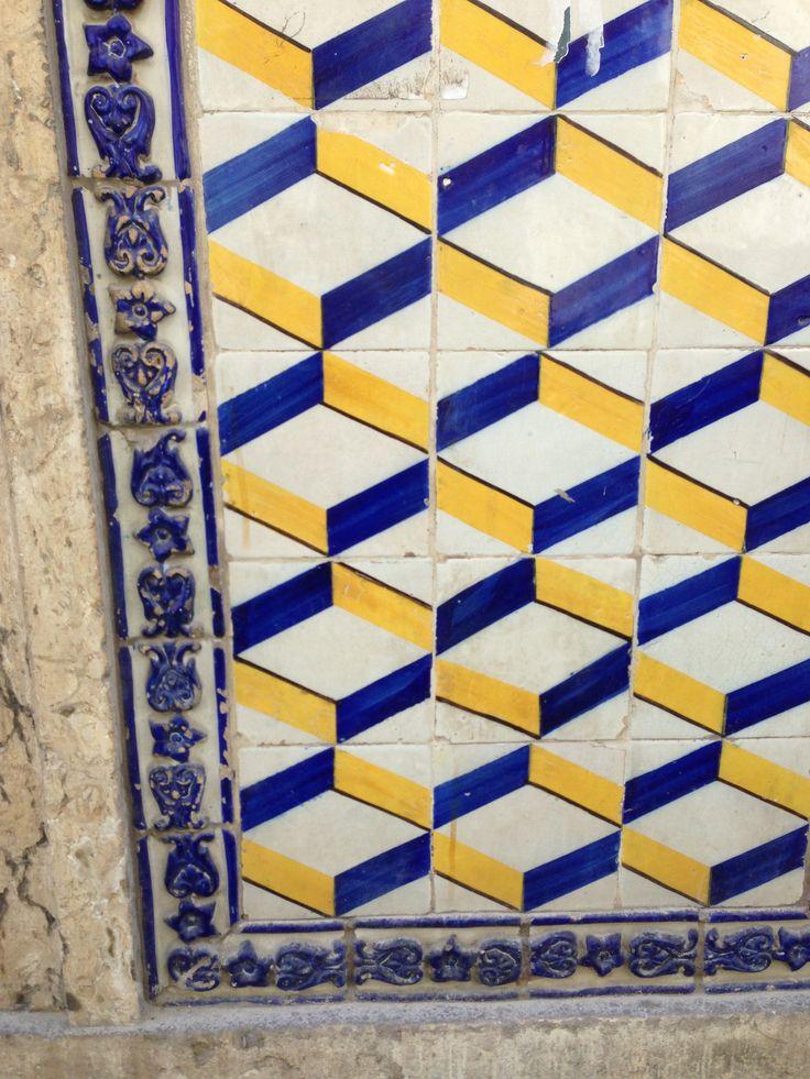 Lisboa, building at Rua Poço dos Negros [photo: Scarlet Pumpernickel] #polychrome #patterns #geometry #azulejo #frame #collaborativetimeline