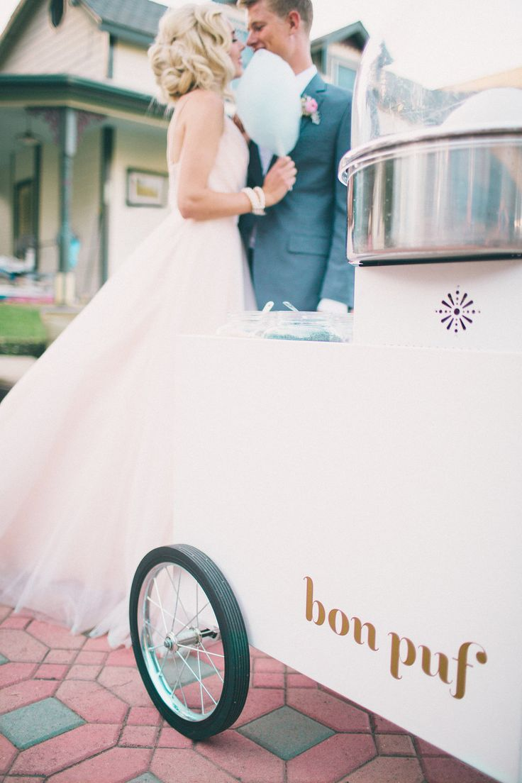Bon Puf cart with retro cotton candy for weddings. Bride and groom style.  | Retro Pastel Inspired Shoot | Lovelyfest Event Design