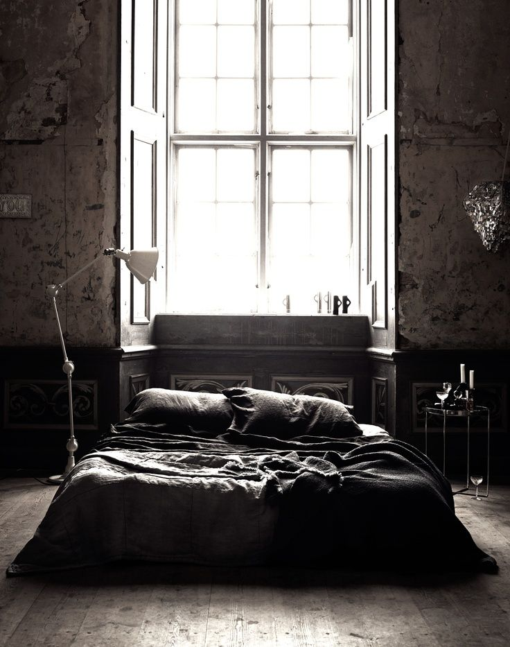 1000 ideas about gothic bedroom decor on pinterest for Donker interieur