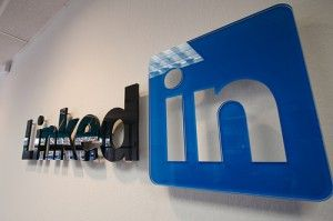 Waarom een Linkedin bedrijfspagina: - Uw bedrijf is nog niet goed te vinden op Linkedin; u heeft daar nog weinig volgers - U wilt extra bezoekers genereren naar uw website en bedrijf - U wilt met uw zakelijke doelgroep in contact komen en van uw klanten ambassadeurs maken - U wilt meer naamsbekendheid en werken aan uw zakelijke imago