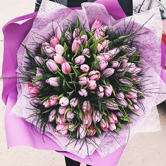 Lots of pink tulips in a magnificent bouquet!