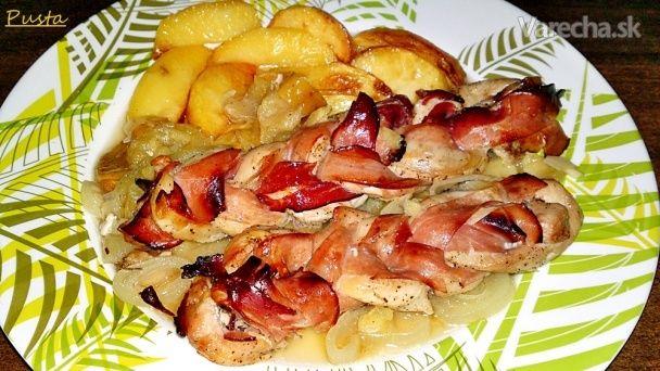 Vrkoče z kuracích pŕs so šunkou, s jablkami a cibuľou (fotorecept)