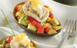 Aguacates rellenos  Dale un giro a tus ensaladas y prepara estos aguacates rellenos, ricos en vitaminas y bajos en calorías