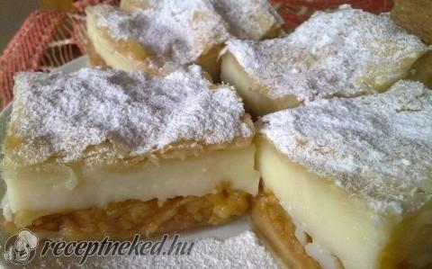 Almás-pudingos leveles tésztában recept fotóval