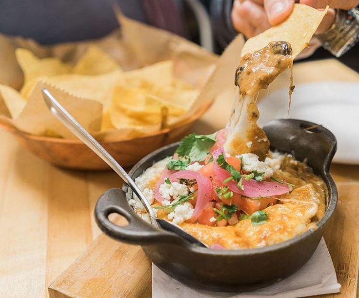 Queso fundido: Mexicaanse gesmolten kaas met spicy chorizo - Culy.nl