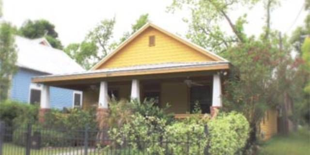 Great bungalow built in 2006 on 0.24 acres with alley access! Hardwood floors, granite countertops throughout, open floor plan, and Master Suite! MLS 768569. Magnolia Properties. www.IntownJacksonville.com #jacksonville #florida #realestate #springfield #historic