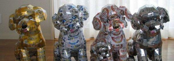 """Artistul japonez Macaon a dus recilarea dozelor de aluminiu la un alt nivel. Cu o răbdare de fier și, să recunoaștem, cu mult talent, a realizat o serie de """"sculpturi"""" în doze de bere extrem de interesante, folosind pentru decorarea lor doar inscripțiile de pe dozele cu pricina. Și să …"""