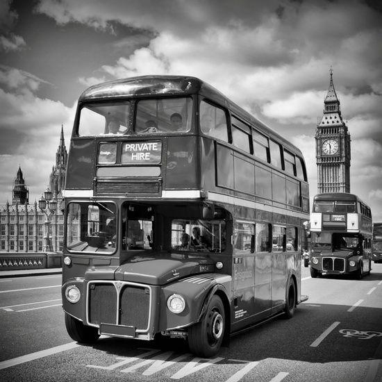 Neu in meiner Galerie bei OhMyPrints: LONDON Klassische Straßenszene #London #bus #BigBen #ElizabethTower #streetscene #Straßenszene #tyypisch #britisch #typical #british #urban #monochrom #monochrome #Westminster #WestminsterBridge