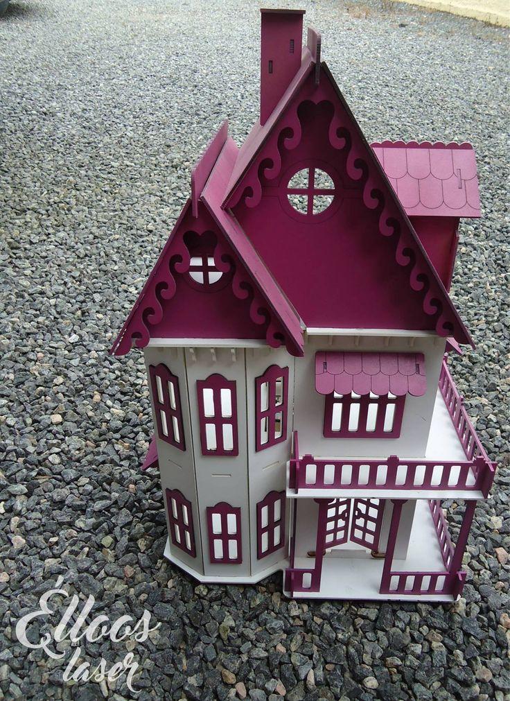 As crianças se apaixonam por essa casinha e as mamães também. Para brincar com as bonecas do tipo Polly. Um encanto!