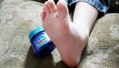 Elle applique Vicks Vaporub sur les pieds de son fils avant de dormir ! la raison surprenante