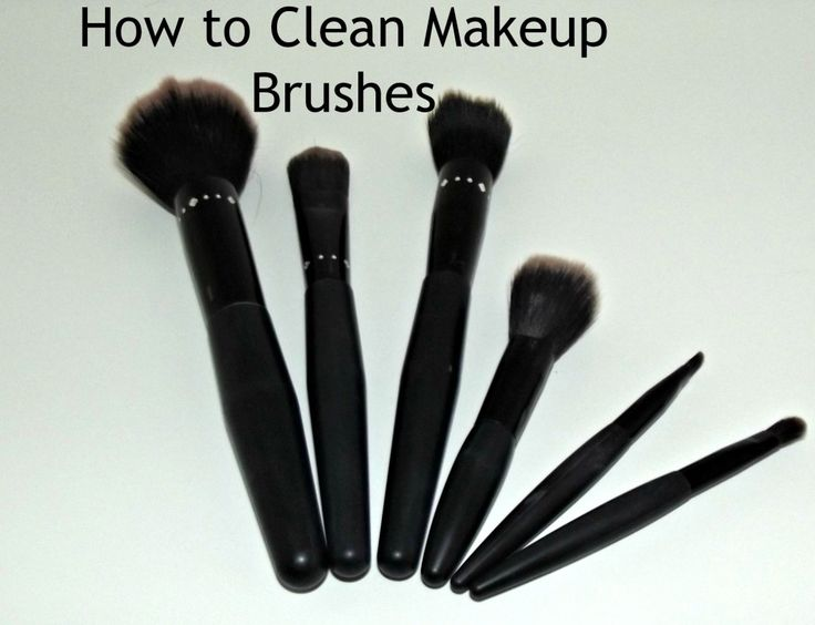 How to clean makeup brushes with vinegar - 2 parts warm water