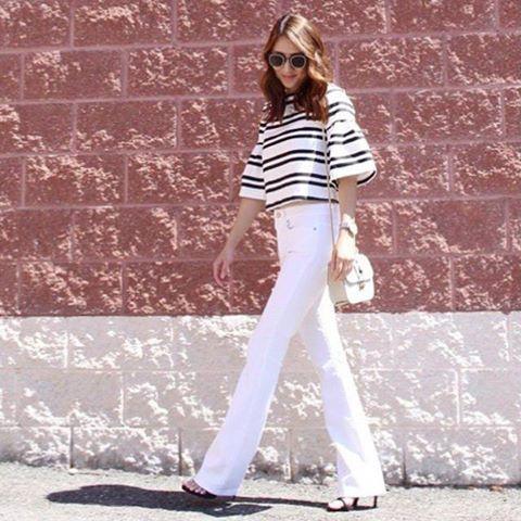 В этих джинсах объединились 2 тренда: белый и клеш. Очень гармонично объединились, надо отметить. Они помогают создать элегантный, изысканный и модный образ, не правда ли? Подобрать себе такие вы  сможете в JiST или jist.ua #джинсы #мода #стиль #модно #стильно