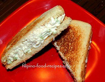 The Filipino chicken sandwich spread is basically pulled or shredded chicken meat mixed with mayonnaise and some other optional ingredients.