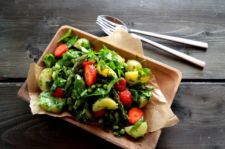 Sommersalat med nye kartofler - jordbær og asparges3