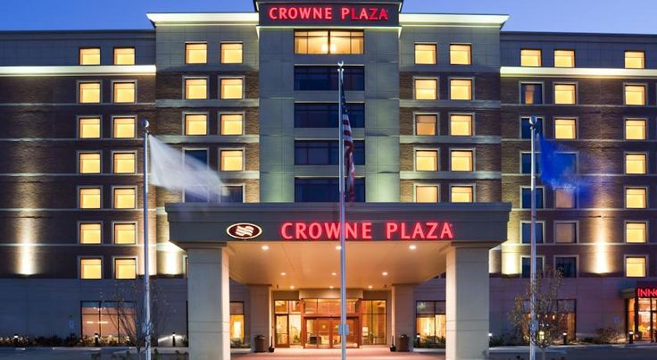 Crowne Plaza Hotel Milwaukee West Wauwatosa This Wauwatosa, Wisconsin, Crowne Plaza is 15 minutes from downtown Milwaukee. It features an on-site restaurant as well as an indoor pool.  Free Wi-Fi is available throughout the hotel.