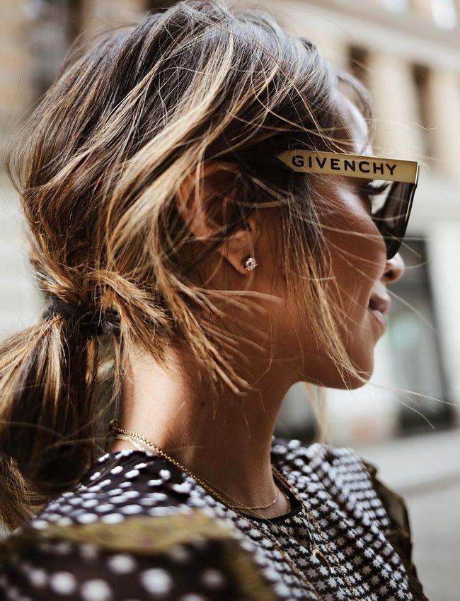 Queue de cheval coiffée/décoiffée + lunettes de soleil griffées = le bon mix (photo Sincerely Jules)