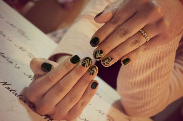 #nails #Black #glitter  #Shimmer #stripes #dark #Street style