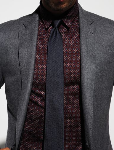 Love this printed shirt. Usually dont like all dark colours when wearing a dark suit. #style