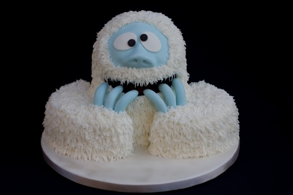 Abominable snowman cake by motowifey on cakecentral.com