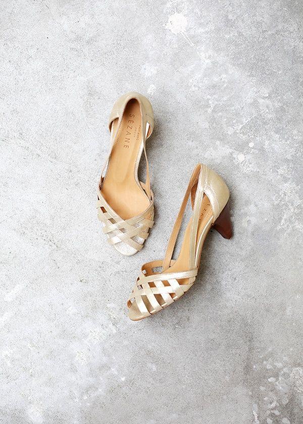 Sézane / Morgane Sézalory - Direction Marseille - Monroe Sandals #sezane www.sezane.com/fr #frenchbrand #frenchstyle #springcollection #goldsandals
