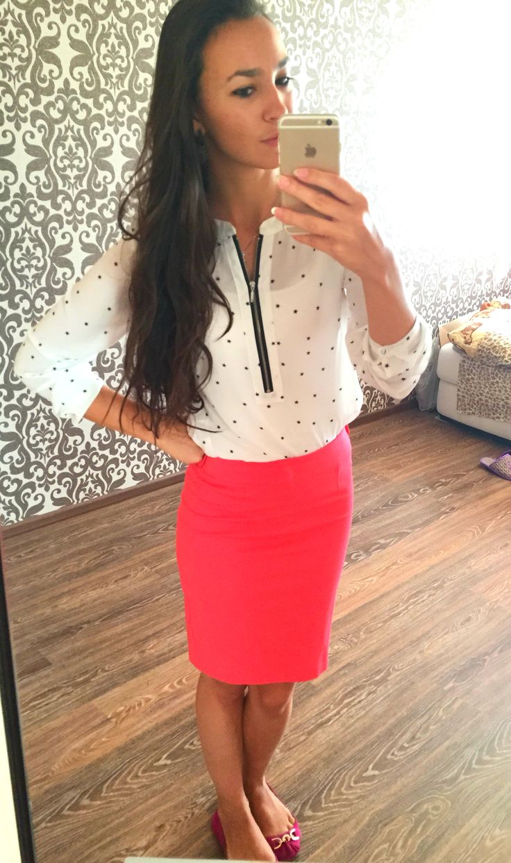 Brighten up the office setting! Pink Pencil Skirt - market / Blouse with Star Print - Mojito / Flats - ALDO