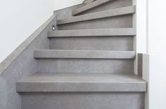 Meer dan 1000 idee n over betonnen interieurs op pinterest decoratieve beton interieurs en - Decoratie interieur trap ...