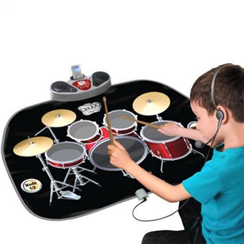 Kit de batería con gran una gran variedad de sonidos para los más peques de la casa, este tapete musical también tiene música de fondo y funciona con 4 pilas AA