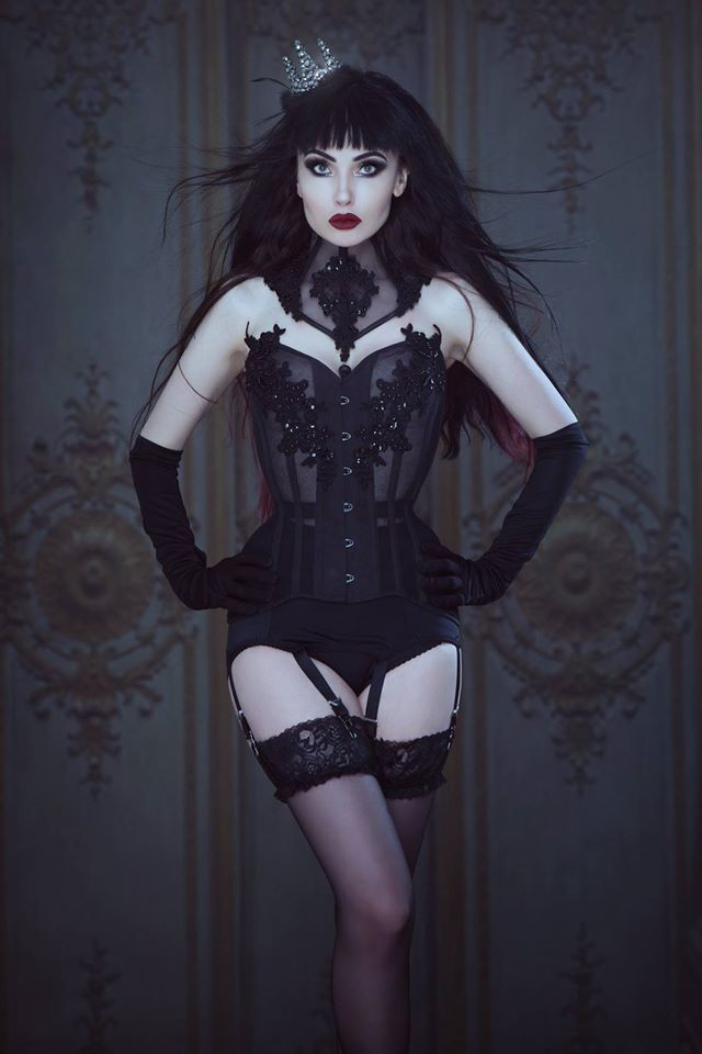 Model: Jet Noir Photography, MUAH: Iberian Black Arts Crown: Aeternum Nocturne Gothic jewelry Corset & Choker: Videnoir Welcome to Gothic and Amazing |www.gothicandamazing.org
