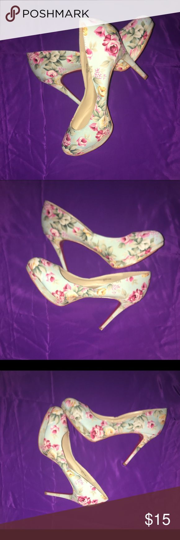SHOE DAZZLE SIGNATURE HEELS 🌸🌸🌸🌸 Cute flower heels never worn in excellent condition cute with denim with 4 inch heel Shoe Dazzle Shoes Heels