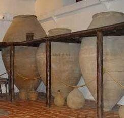 tinajas de vino   Proponen madurar el vino en barro a las bodegas Vega Sicilia