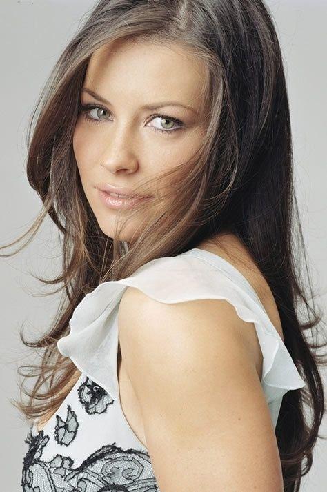 映画『リアルスティール』では主役のボクサー時代のトレーナーの娘役として出演♪影で支える心強い役を演じたエヴァンジェリン・リリー