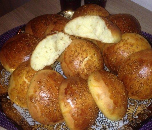 Recept voor zoete anijs broodjes, oftewel krachel. Ingrediënten: 500 gr bloem melk (lauw) 1 glas suiker 1 glas olie 2 eieren …