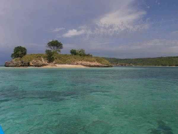 lokasi trumbu karang di pantai pink Wisata ke Pantai Pink Lombok