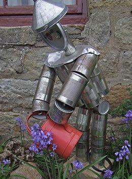 Hombre de hojalata para el jardín hecho con LATAS - Curiosas IDEAS