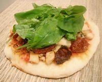 Pizza de rúcula, tomate seco e tofu grelhado | Veggi & tal - Receitas veganas, Ativismo e Direitos Animais