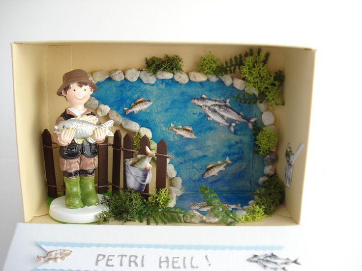 liebevoll gestaltetes Geld-oder Gutscheingeschenk für Angler/ angeln. Verpackt in einer kleinen Schachtel 17 x 11 x 6 cm in den Farben beige und weiß. Am Deckel ziert ein blaues Vlies dekoriert...
