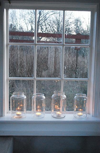glasburkar med värmeljus