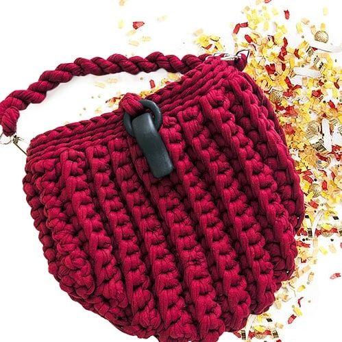 11 отметок «Нравится», 2 комментариев — Knit it all (@knit.it.all) в Instagram: «Связанная сумочка из трикотажной пряжи. Повтор в любом цвете и узоре. Knitted handbag. Colors…»