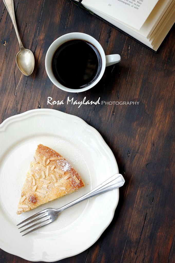SWEDISH VISITING CAKE WITH BLACKBERRIES AND COCONUT FLOUR & A REVIEW OF GRANISTYLS SKILLET PAN - GÂTEAU SUÉDOIS AUX MÛRES ET À LA FARINE DE NOIX COCO & TEST DE LA POÊLE GRANISTYL EN GRANITE