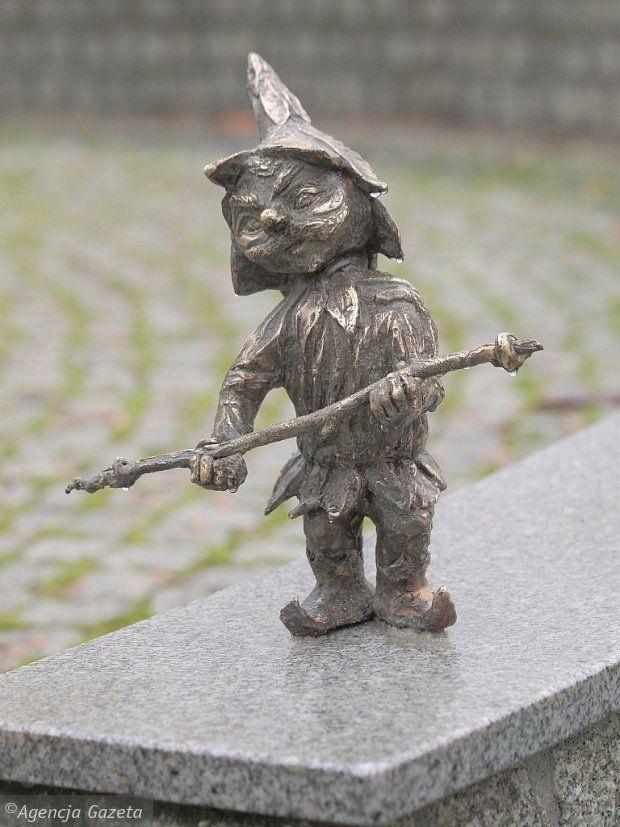 A gnome in Suwałki in Poland   Zdjęcie numer 6 w galerii - 30 cm, a ile radości! Rozglądaj się w Suwałkach. Krasnoludki opanowały miasto