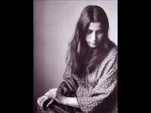 Μαρία Φαραντουρη - Ποιός την ζωή μου Maria Farantouri in a song written by Theodorakis - Eleftheriou