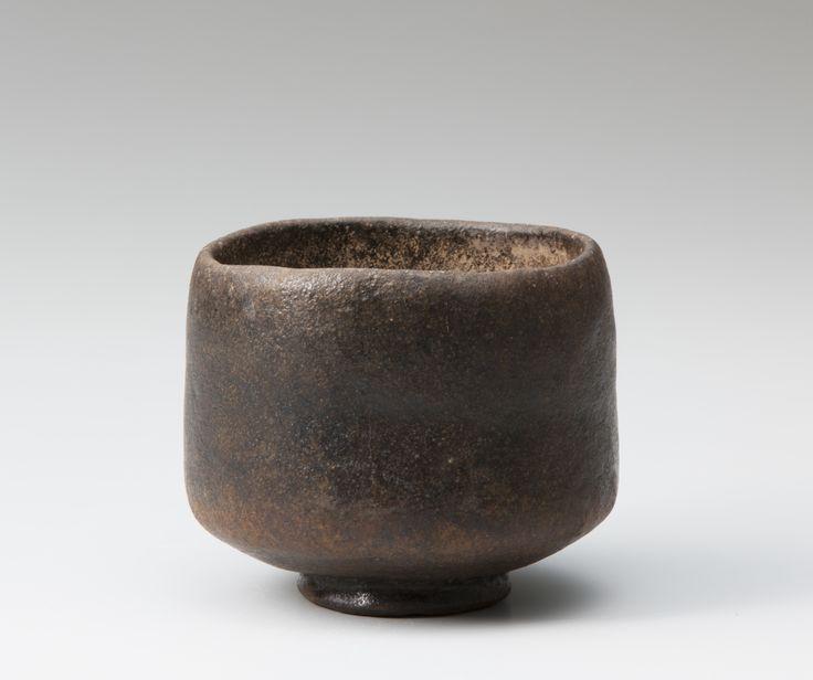 "Black Raku tea bowl named ""Kaburo"",  Chojiro 1,  16th century,  OMOTESENKE Fushin'an Foundation       初代 長次郎 黒樂茶碗 銘 禿 桃山時代(十六世紀) 表千家不審菴蔵          おっとりと口をすぼめて立ち上がる姿がどこか愛らしい。利休が常にそばにおいて愛玩した茶碗。太夫のそばに付き従うおかっぱ髪の少女「禿」にちなんでこの名がつけられた。表千家に伝わる重宝、利休の年忌の時にのみ使用される。  (引用/図録「茶碗の中の宇宙 樂家一子相伝の芸術」) #tea #bowl #ceremony #chawan #yunomi #raku #wabi sabi #sadou #ceramic #pottery"