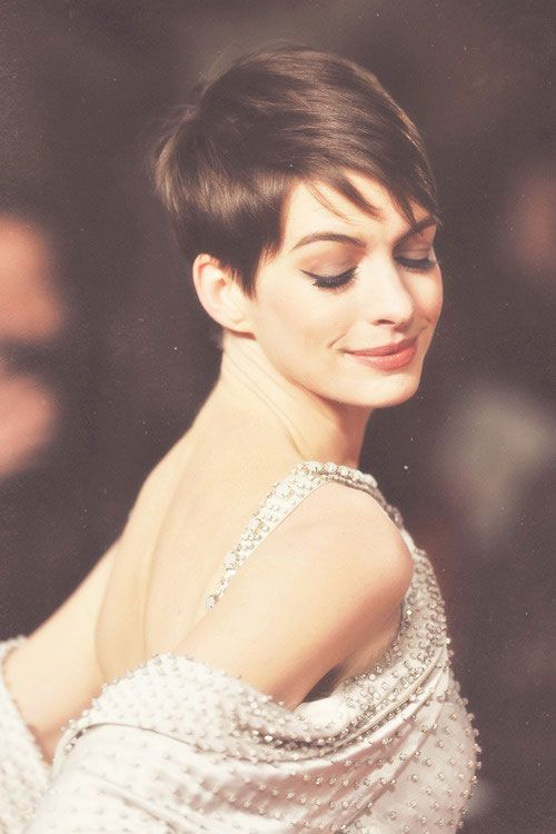 anne hathaway: love this makeup look with short hair...