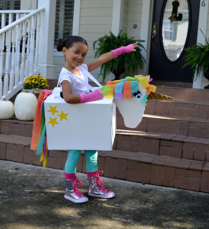 If you've got a cardboard box, you can make this sweet unicorn kid costume for Halloween! #halloween #halloweencostume
