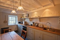 romantic holiday cottage wales UK. Dog friendly holiday cottage. Award winning Tailor's cottage - Best in Wales.