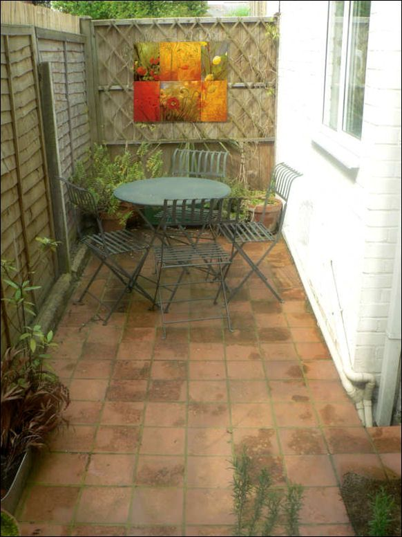 60 best courtyards images on pinterest small gardens for Decorate small patio area