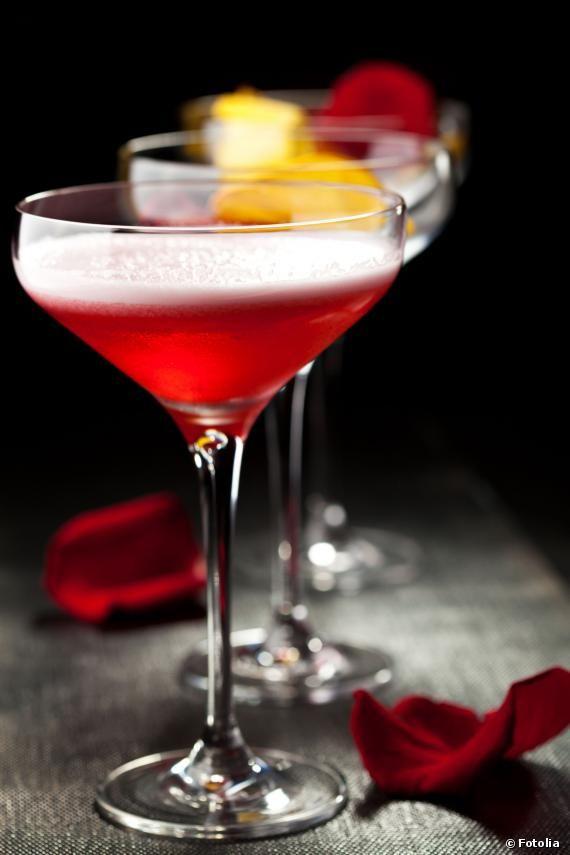 Le Moulin Rouge ne peut être qu'un sulfureux cocktail. Découvrez sa recette fruitée et corsée.