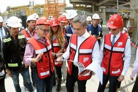 Ciudad de México a 2 de mayo (diablos.com.mx).- Este martes los Diablos Rojos hicieron un recorrido por la obra del nuevo estadio, acompañad...